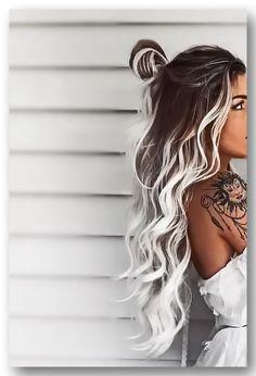 Серые волосы в сочетании с модным цветным мелированием. Ты готова сделать окрашивание волос в серый цвет под современный стиль 2019 года? И нет необходимости, чтобы твои волосы подходили под тон кожи. Такие серые волосы универсальны, потому любая может так модно покраситься. Тенденция...