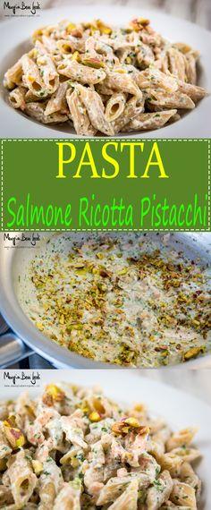 La pasta al salmone, ricotta e pistacchi è un variante più leggera della versione tradizionale fatta con la panna.