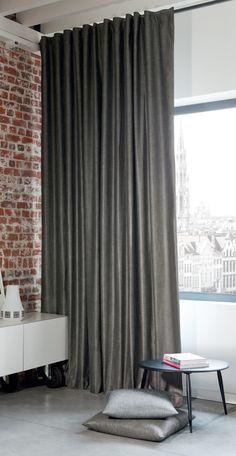 Grijze gordijnen uit de collectie van Holland Haag. Grey curtains by Holland Haag.