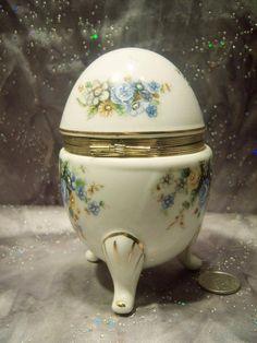 Vintage Napco Hinged Footed Egg Shaped Trinket Box Blue Flowers Porcelain (04/03/2016)