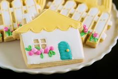 Bridget at Bake at 350 has done it again! Her latest awesome cookie creations: a cottage, picket fence, door key, and a sold sign! Her beautiful photos and tutorials are always so impressive. She is such a talented woman!