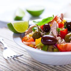 Sałatka z tuńczykiem i ryżem. Więcej: http://www.kobieta.info.pl/przepisy-kulinarne/1505-saatka-z-tuczykiem-i-ryem