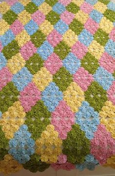 Handmade Rugs, Handmade Crafts, Diy And Crafts, Yo Yo Quilt, Crochet Pig, Handmade Headbands, Afghan Crochet Patterns, Flower Crafts, Quilt Making