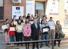 El alcalde entrega los diplomas de IPETA, del curso de limpieza del programa Urban 'Aprende Trabajando' - 45600mgzn