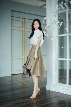 Korean Fashion – How to Dress up Korean Style – Designer Fashion Tips Korean Fashion Dress, Ulzzang Fashion, Korean Outfits, Asian Fashion, Modest Fashion, 70s Fashion, Cute Fashion, Look Fashion, Skirt Fashion