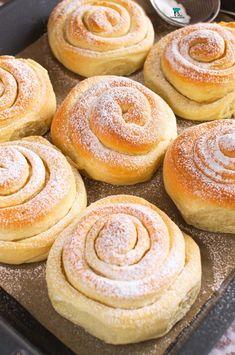 Pan de Mallorca Cake Cookies, Just Desserts, Doughnut, Hamburger, Bread, Food, Image, Deserts, Brioche
