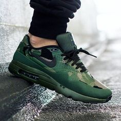 Need another camouflage sneaker in your collection? Then here's a great option on the horizon: the Nike Air Max 1 Ultra Moire with a the always in-trend camo makeover. The one piece perforated upper of the Air Max 1 Ultra … Continue reading → Moda Sneakers, Sneakers Mode, Nike Sneakers, Sneakers Fashion, Fashion Shoes, Sneakers Style, Fashion Fashion, Retro Fashion, Nike Free Shoes