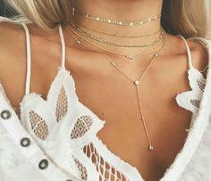 Bijoux fantaisie tendance 2018 Parce qu'unbijou fantaisies'accord autant avec un style, une humeur, une occasion, nous vous proposons au fil de l 'année nos sélections shopping …