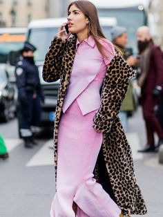 The Latest Street Style Photos From Paris Fashion Week Source by Street Style 2016, Casual Street Style, Street Style Looks, Burberry, Motifs Animal, Fashion Looks, Fashion Tips, Fashion Design, Fashion Ideas