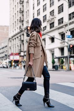 Annabelle Fleur of Viva Luxury Blog knows the importance of a double breasted coat in a neutral camel color. Simply pair with your favorite skinny pants and edgy heeled booties for a more cool girl chic look | Banana Republic