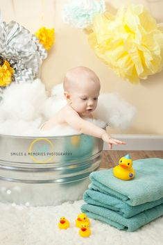 ideas for baby bath photography families Bath Pictures, Baby Boy Pictures, 6 Month Baby Picture Ideas Boy, Milk Bath Photography, Newborn Baby Photography, Cake Photography, Baby Milk Bath, Boy Bath, 8 Month Old Baby