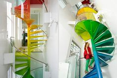 10 - Escada Criativa The Rainbow House Stairs por Ab Rogers