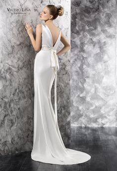Valerio Luna by HigarNovias 2014 Bridal Collection, Mermaid, Formal Dresses, Wedding, Fashion, Wedding Styles, Plunging Neckline, Wedding Dresses, Skirts