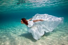 """Elena Kalis – Amazing Underwater Photography """"I would love to do an underwater photo shoot, it would be so much fun!"""""""