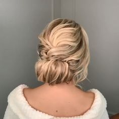 hairstyles new years eve curls - hairstyles new years eve curls Short Hair Styles Easy, Short Hair Cuts For Women, Medium Hair Styles, Curly Hair Styles, Easy Bun Hairstyles, Pretty Hairstyles, Hairstyles Videos, Bridal Hairstyle, Wedding Hairstyles