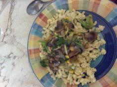 Macaroni champignon sauté brocolie et sauce aux fines herbes