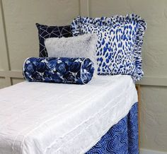 Quilted bed with Assorted Pillows