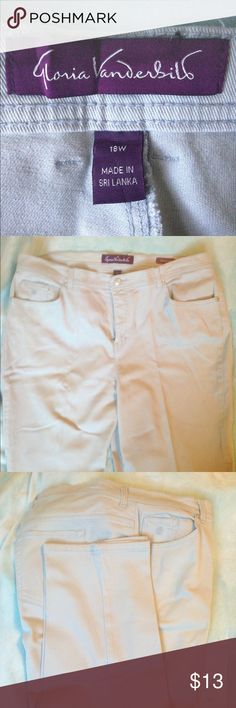 """""""Amanda"""" comfy stretch jeans by Gloria Vanderbilt Light sand colored Gloria Vanderbilt """"Amanda"""" stretch jeans offer flattering fit and comfort! Excellent condition, new without tags. Gloria Vanderbilt Jeans"""