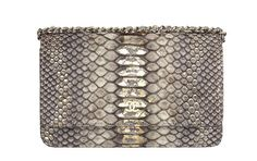 Chanel http://www.vogue.fr/mode/shopping/diaporama/cadeaux-de-noel-argent/11005/image/653693#chanel-sac-en-python