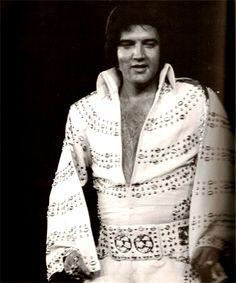 Elvis ending his Long Island concert in june 24 1973