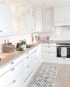 Cucine for white kitchen interior design 15 Economical Interior Design Ideas to Save Your Budget Home Decor Kitchen, Interior Design Kitchen, New Kitchen, Home Kitchens, Kitchen Dining, Kitchen Ideas, White Kitchens Ideas, Country Kitchen, Vintage Kitchen