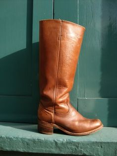 vintage frye boots, perfectly whiskey colored. yummyyyy.