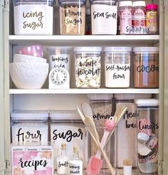 Free printable pantry labels hand lettered by Zuer Designs. The Creativity Exchange - dream pantry labels Kitchen Pantry, Kitchen Hacks, Kitchen Decor, Kitchen Ideas, Pantry Diy, Bakers Kitchen, Kitchen Labels, Kitchen Post, Kitchen Rules