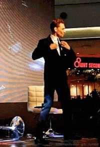 Tom Hiddleston GIF - Find & Share on GIPHY