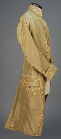 LOT 490 GENTS FRENCH SILK EMBROIDERED COAT, 1750 - 1775.