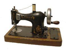Máquina De Costura Antiga Réplica Singer 15456 R$248,42 - PANAFONE | TodaOferta