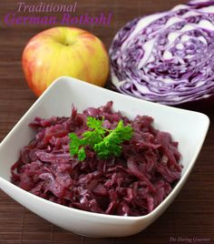Rotkohl - The classic German red cabbage side dish found in virtually every restaurant and home throughout Germany. A thoroughly authentic recipe. Vegetable Sides, Vegetable Recipes, Rot Kohl Recipe, Cabbage Side Dish, Sour Cabbage, Purple Cabbage, Cabbage Salad, Cocina Natural, International Recipes