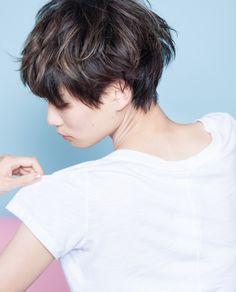少し特徴のある前髪が印象的なショートスタイル - SHORT もっと見る