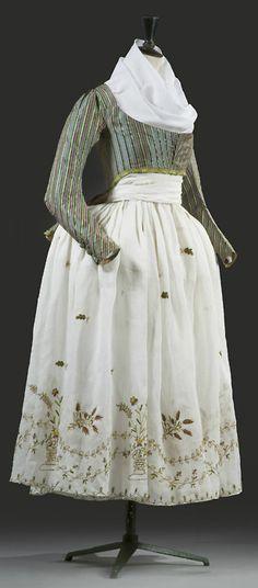 spätes 18. Jahrhundert (1790er?), Caraco mit besticktem (Musselin-?)Kleid, Frankreich