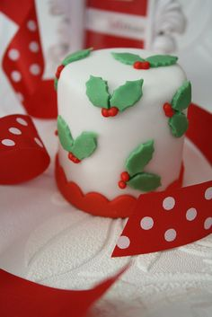 Xmas mini cakes by Cotton and Crumbs, via Flickr