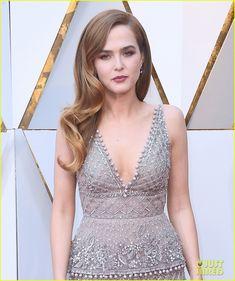 Zoey Deutch Wears an Eco-Friendly Dress at Oscars 2018   Side wave