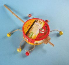 Free handicraft music instruments: Stabrassel for crafting Music Instruments Diy, Instrument Craft, Homemade Musical Instruments, Music For Kids, Diy Toys, Diy Crafts For Kids, Handicraft, Kids Playing, Activities For Kids