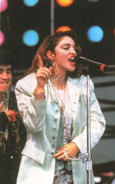 live aid 1985... Madonna Live, Madonna 80s, Madonna Pictures, 80s Trends, Adele Exarchopoulos, Live Aid, President Ronald Reagan, Remember The Time, 80s Music