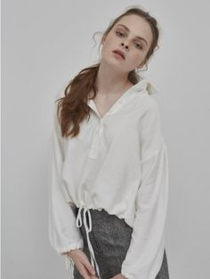 NUISSUE: STRING COLLAR BLOUSE WHITE