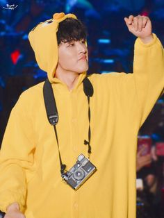 """""""When we had iKON Best friend stage, Hanbin is ikonics very first best friend. 😭 Now, who's gonna be our quail cutie bff? I don't think I won't finish Best friend stage without crying. Yg Ikon, Kim Hanbin Ikon, Chanwoo Ikon, Ikon Kpop, Bobby, Ikon Leader, Innocent Person, Ikon Wallpaper, Kim Dong"""