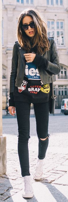 Alexandra Guerain is wearing a black graphic tee with a leather biker jacket, skinny jeans and white Converse sneakers - fav kind of outfit Fashion Mode, Look Fashion, Winter Fashion, Fashion Black, Cheap Fashion, Woman Fashion, Fashion Styles, Fashion Ideas, Fashion Trends