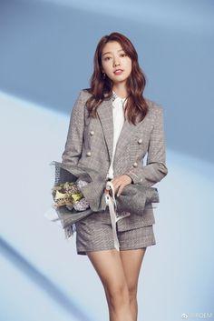 Park shin hye roem ad yong pal, lee bo young, hallyu star, korean actors, k Korean Fashion Street Casual, Korean Fashion Dress, Kpop Fashion, Japan Fashion, Trendy Fashion, Park Shin Hye, The Heirs, Gwangju, Korean Actresses