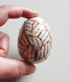 Velikonoční vajíčka – návod – koláž | Miltika blog Easter Crafts, Decoupage, Fruit, Blog, The Fruit, Blogging