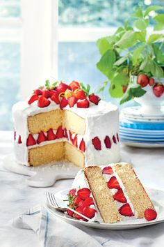 Strawberry Dream Cake - 50 Top Rated Recipes of 2016 - Southernliving. Recipe: Strawberry Dream Cake Our frosting, made with a dreamy blend of mascarpone and whipping cream, tops this elegant, three-tiered white cake along with fresh sliced strawberries. Dream Cake, Strawberry Desserts, Cake Plates, Relleno, Let Them Eat Cake, Vanilla Cake, Vanilla Sponge, Cupcake Cakes, Cupcakes