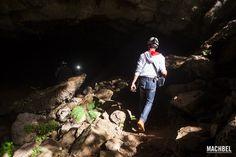 Entrando en la Cueva Coventosa  | Cantabria | Spain