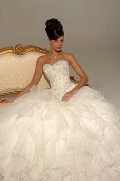 A-Line/Princess Strapless Chapel train Tulle wedding dress