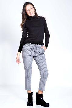 Pantalone in maglia con pences e costa