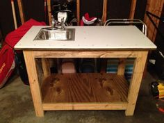 Kreg Jig work bench with with a twist (fish cleaning table for the beach) Woodworking Furniture, Custom Woodworking, Woodworking Projects Plans, Woodworking Store, Fish Cleaning Table, Fish Cleaning Station, Cutting Board Material, Diy Cutting Board, Outdoor Sinks