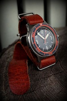 Best Looking Watches, Cool Watches, Wrist Watches, Vintage Watches For Men, Luxury Watches For Men, Vostok Watch, Seiko Mod, Watches Photography, Seiko Watches