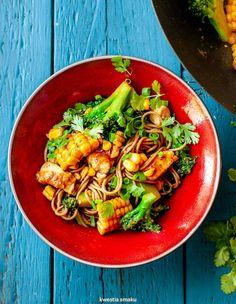 Stir-fry z kurczakiem, brokułami i kukurydzą Fast Good, Wok, Stir Fry, Pasta Salad, Main Dishes, Fries, Curry, Good Food, Tasty