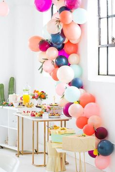 This roundup is a great source of great baby shower decor ideas if you're having a girl. Balloons, letters, garlands, baby shower colors and so on. Wedding Shower Decorations, Girl Baby Shower Decorations, Cheap Party Decorations, Wedding Centerpieces, Decoration Inspiration, Shower Inspiration, Decor Ideas, Color Inspiration, Balloon Garland